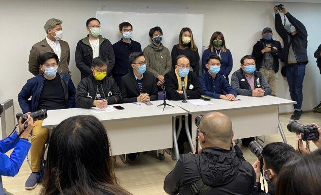 Des membres des partis d'opposition donnent une conférence de presse mercredi 6 janvier après les arrestations. © EYEPRESS NEWS/AFP