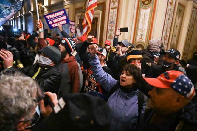 Les partisans du président sortant envahissent le Capitole. © ROBERTO SCHMIDT/AFP