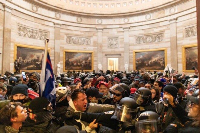 6 janvier 2021, à l'intérieur du Capitole à Washington. © Mostafa Bassim / Anadolu Agency via AFP