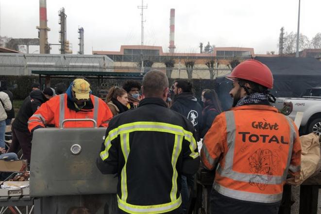 Piquet de grève à la raffinerie Total de Grandpuits, le 7 janvier 2020. © MJ