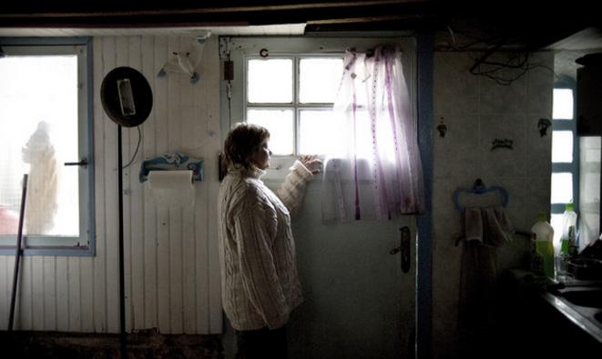 Lydia Gouardo, chez elle, le 29 avril 2008. © OLIVIER LABAN-MATTEI / AFP