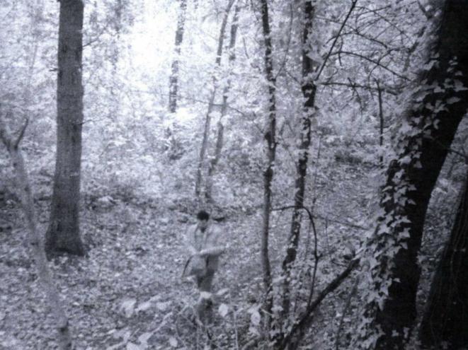 Les policiers sont persuadés de reconnaître Hicham el-Hanafi sur ces photos de surveillance en forêt de Montmorency. © DR