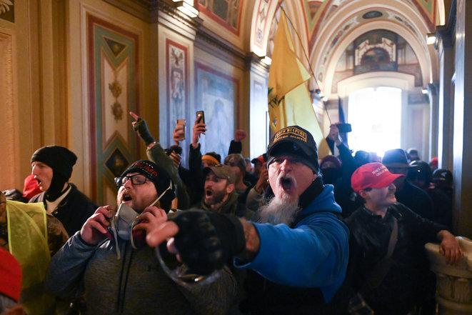 Activistas pro-Trump dentro del Capitolio, 6 de enero de 2021. © Roberto Schmidt/AFP
