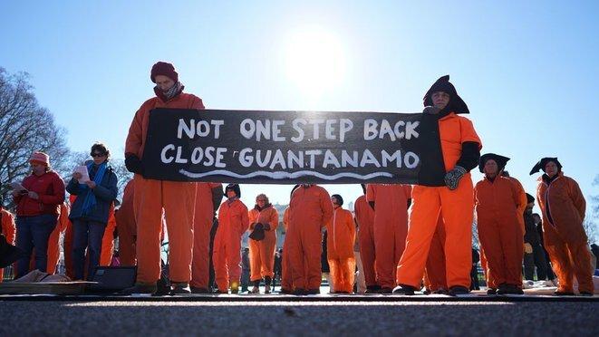 Manifestación en Washington, D.C., el 11 de enero de 2016, pidiendo el cierre de Guantánamo. © Mandel Ngan/AFP