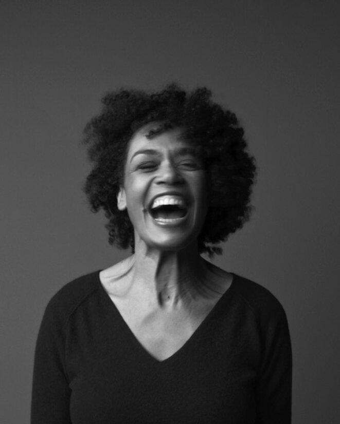 Yasmine Modestine, autrice, comédienne, chanteuse et dramaturge. © J.F. Robert