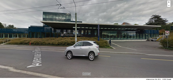 L'entrée de l'immense immeuble de bureaux avec l'usine Philip Morris (et Orecla Sarl) à Lausanne