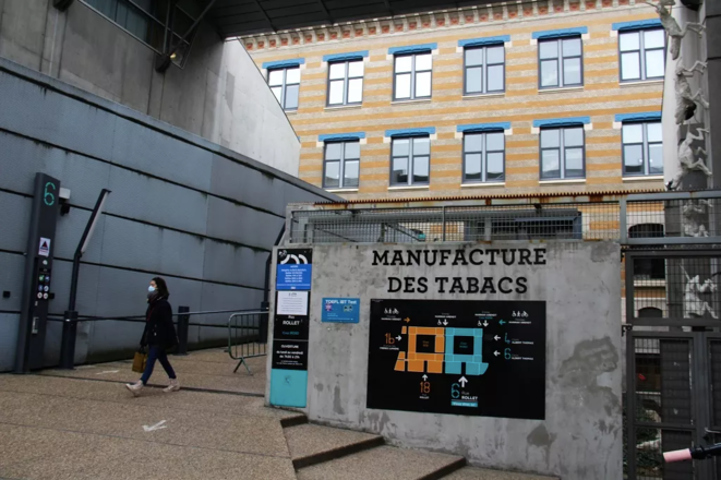 À l'entrée de la Manufacture des tabacs, campus de l'université Lyon 3. © N. Barriquand/Mediacités