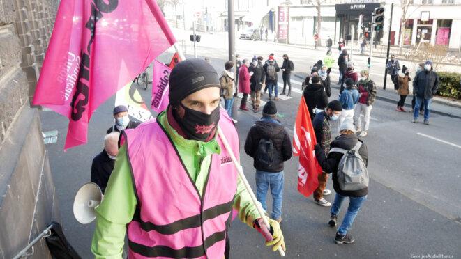 Aux marches du ... de la Préfecture © Georges-André
