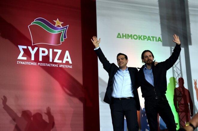 Alexis Tsipras (Syriza) et Pablo Iglesias (Podemos) en meeting à Athènes, le 22 janvier 2015 © Aris Messinis / AFP