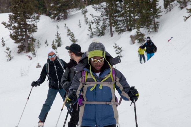 Les stagiaires font la descente en ski, pour certains, c'est leur première expérience © Thibaut Durand / Hans Lucas