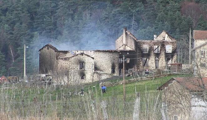 La maison incendiée par Frédérik Limol © Sylvain THIZY / AFP
