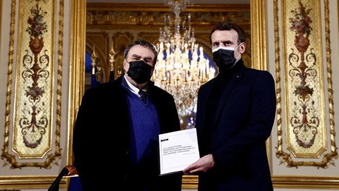 L'historien Benjamin Stora remet son rapport au président Macron, le 20 janvier 2021. © CHRISTIAN HARTMANN / POOL / AFP