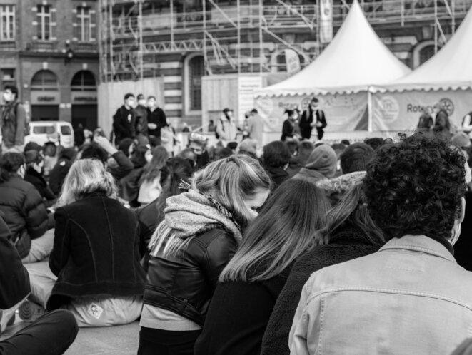 Des centaines d'étudiants et de professeurs place du Capitole à Toulouse © Justin Carrette