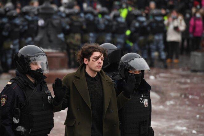 L'arrestation d'un manifestant à Moscou, le 23 janvier. © Natalia Kolesnikova / AFP
