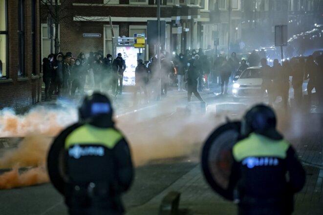 Des affrontements avec les forces armées dans le sud de Rotterdam le 25 janvier 2020. © Killian Lindenburg / ANP via AFP