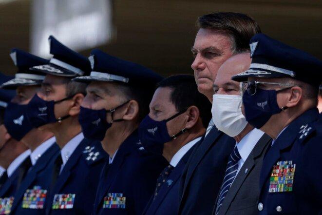 Sans masque, Jair Bolsonaro a participé à Brasilia le 20/1 à la commémoration des quatre-vingt années de l'armée de l'air. © Eraldo Peres / AP