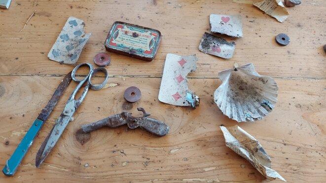 Outils de travail laissés sous un plancher - 1931