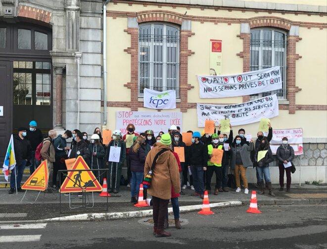 Stop aux réformes en carton, pour une éducation et des services de qualité © AB