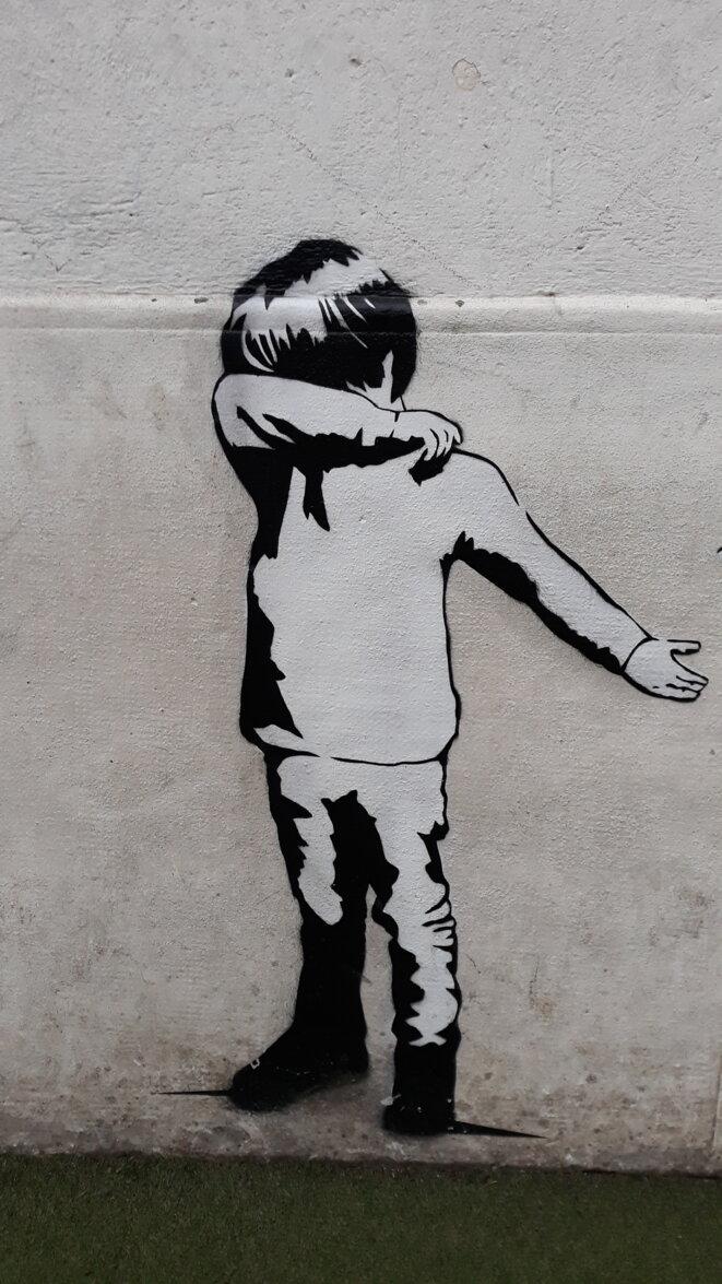 Fresque du street artist Sunra dans une école de Montpellier. © CdG