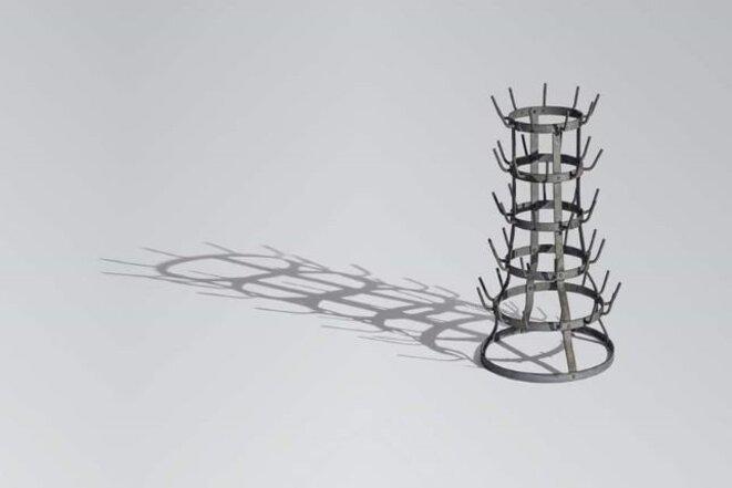 Marcel Duchamp, Porte-bouteilles (ou Égouttoir), 1914 / 1964, fer galvanisé, Centre Pompidou, Paris.