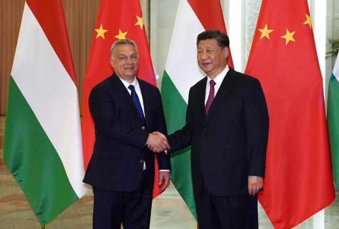 Xi Jinping accueille Viktor Orbán au second forum des Nouvelles routes de la soie à Pékin en avril 2019. © Andrea VERDELLI/POOL/AFP