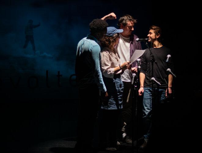 Georges à terre, au Festival de Théâtre de l'Université Laval 2019 (de gauche à droite) : Irdens Exantus, Anna Sanchez, Louis Carrière, Jonathan Massove Guerville © Patrice Levesque