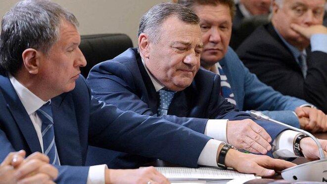 Arkady Rotenberg, au centre, entre Igor Setchine et Alexeï Miller, trois puissants amis de Poutine. © FBK