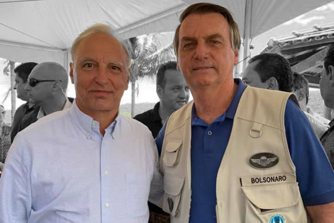 Luis Felipe Ponde et Jair Bolsonaro. © Montage photographique de Camille Lichotti à partir d'une reproduction de Facebook.