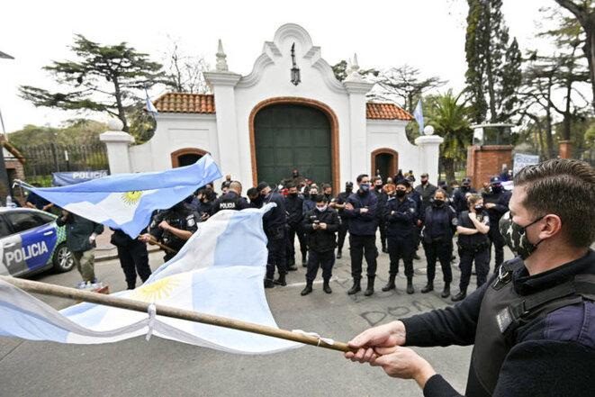 Manifestation devant la résidence du président argentin © AFP