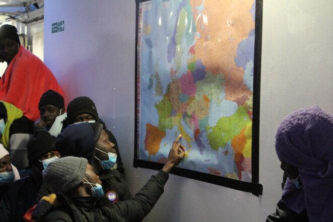 Des migrants secourus par l'«Ocean Viking» et soulagés d'avoir quitté la Libye pour l'Europe. © NB