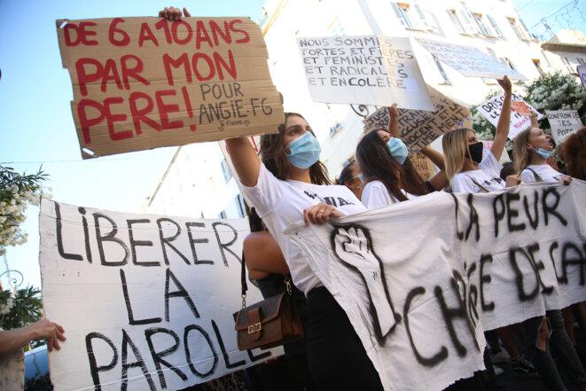Lors d'une manifestation contre les violences sexuelles en Corse, à Ajaccio, le 5 juillet 2020. © Pascal POCHARD-CASABIANCA / AFP