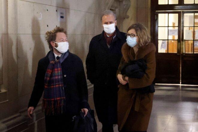 Georges Tron entouré de ses avocats, le 19 janvier à la cour d'appel de Paris © Thomas Coex/AFP