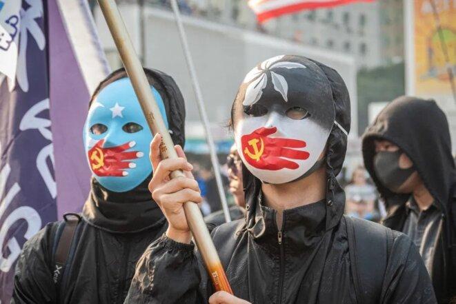 Des manifestants de Hong Kong protestaient contre les violations présumées des droits de l'homme en Chine en 2019. Photo: Studio Incendo.