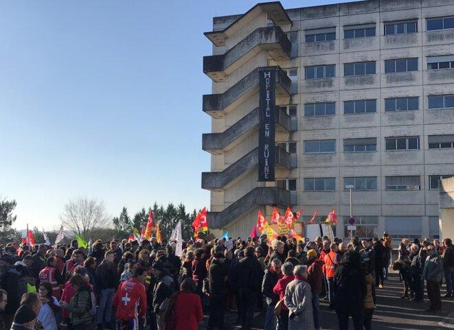 """Manifestation du 16 janvier 2020 : """"Hôpital en ruine"""" [Ph. YF]"""