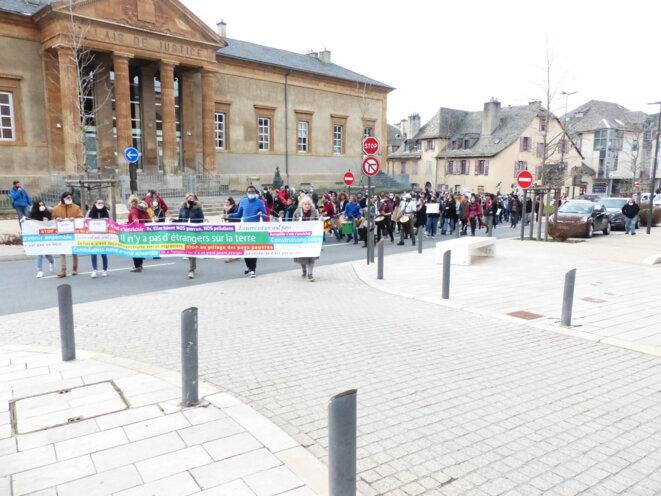 Samedi 13 février, Mende, 450 personnes remontent vers la préfecture © Urgence Migraphone