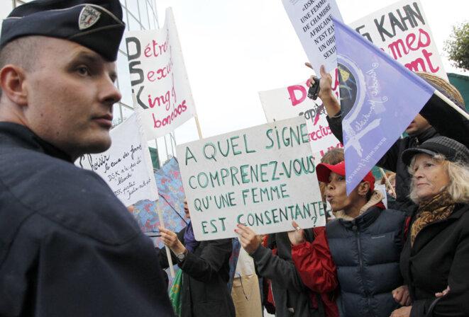 Lors d'une manifestation devant le siège de TF1. © THOMAS SAMSON / AFP