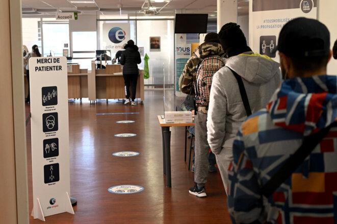 File d'attente dans une agence Pôle emploi. © Nicolas Tucat / AFP