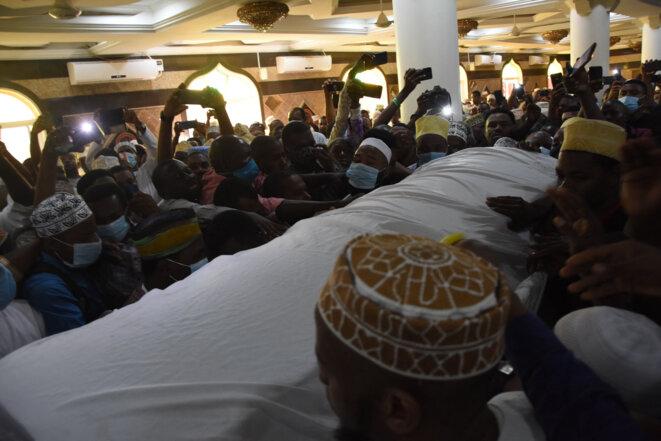 © Le cercueil du leader de l'opposition de Zanzibar, Seif Sharif Hamad, victime du Covid-19, jeudi 18 février à Dar es Salaam (Tanzanie).