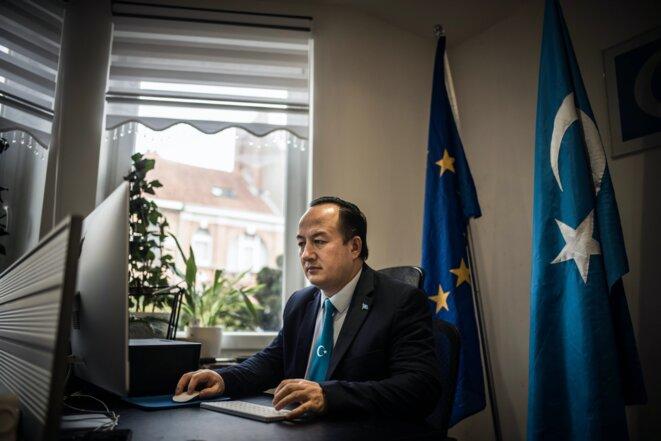 Nejmiddin Qarluq, un Ouïghour et militant politique qui a fui la Chine et a obtenu l'asile en Belgique, photographié dans sa nouvelle maison à Bruxelles le 21 janvier 2021. Photo: Johanna de Tessieres pour The Intercept