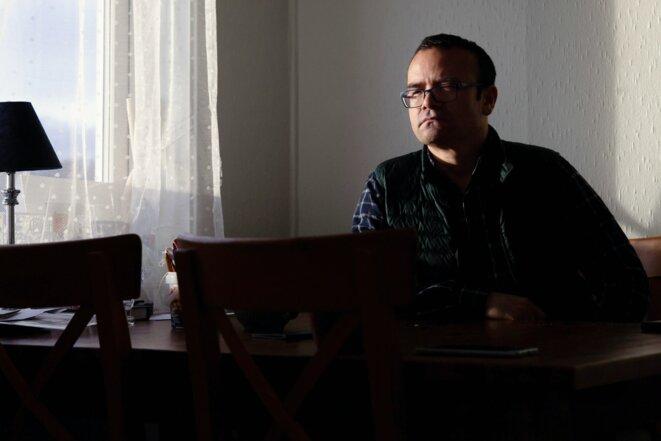Abduweli Ayup, un Ouïghour, linguiste et activiste, à son domicile de Bergen, en Norvège, le 21 janvier 2021.  Photo: Melanie Burford pour The Intercept