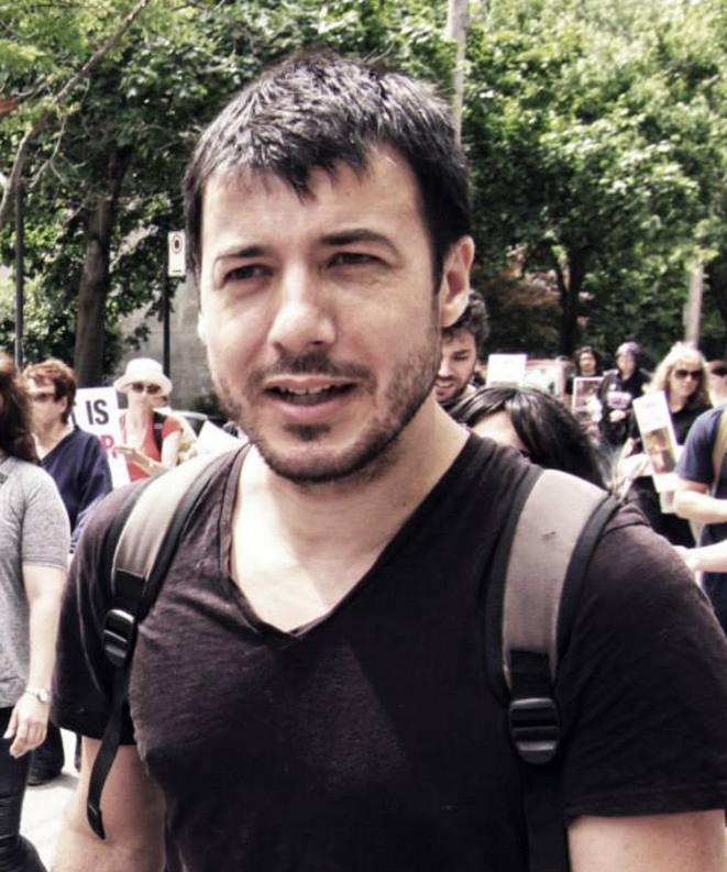 Renan Larue battant le pavé, en 2014, en faveur de la fermeture des abattoirs