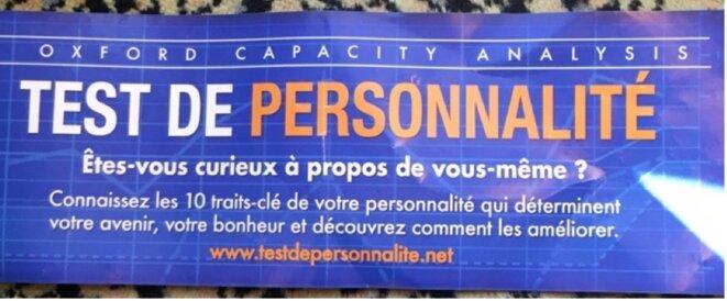 Tract distribué par la Scientologie à Porte de Versailles en 2019 © Mathieu Repiquet