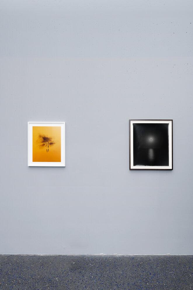 """Vue de l'exposition """"La photographie à l'épreuve de l'abstraction"""", Micro Onde - Centre d'art de l'Onde, 2020-21 © Aurélien Mole"""
