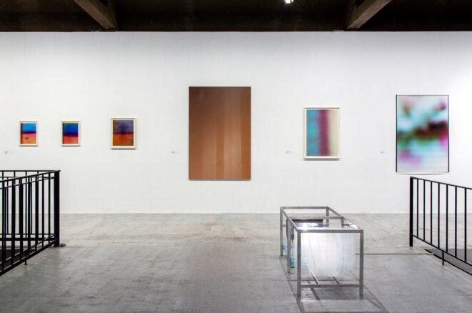 """Vue de l'exposition """"La photographie à l'épreuve de l'abstraction"""", Frac Normandie Rouen, 2020-21 © Marc Domage"""