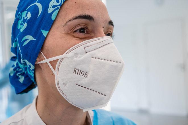 Una enfermera con una mascarilla KN95, en mayo de 2020 en París. © Philippe VOISIN/PHANIE/AFP