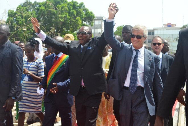 Le président guinéen Alpha Condé et son ami Vincent Bolloré, le 12 juin 2014 à Conakry. © Cellou Diallo / AFP