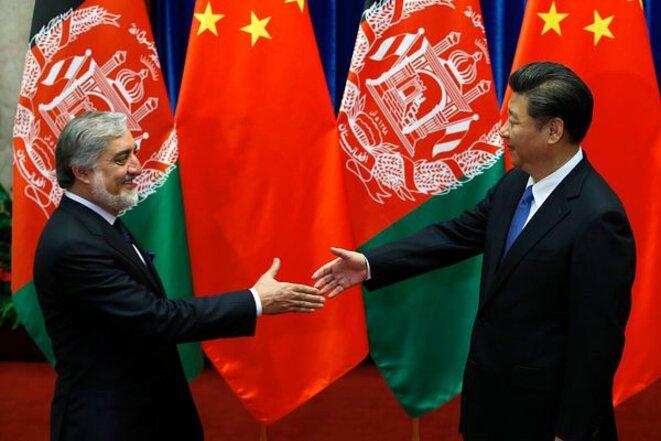 Xi Jinping avec le directeur général de l'Afghanistan, Abdullah Abdullah. Source: Ministère des Affaires étrangères de la RPC.