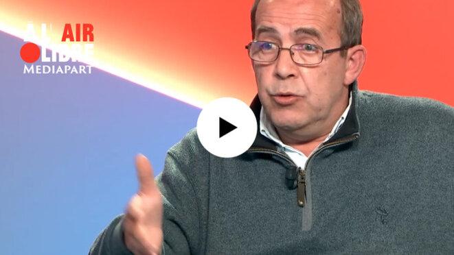 Le journaliste Patrick de Saint-Exupéry dans À l'air libre