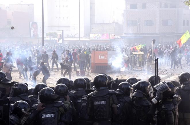 Manifestations tournant à l'émeute, le 5 mars 2021, à Dakar. © Seyllou / AFP