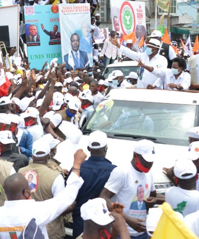 En campagne depuis le 5 mars 2021 Denis SASSOU Nguesso candidat favori traîne des foules énormes partout où il est passé : Pointe-Noire, Dolisie, Sibiti...
